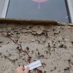 Risse im Putz schräge Risse, Bereich der Fensterbrüstungen