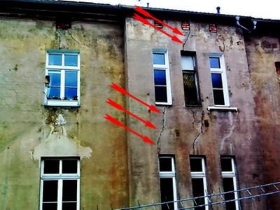 Risse im Putz, Bereich Fensterbrüstungen Fensterstürze Wand Altbau