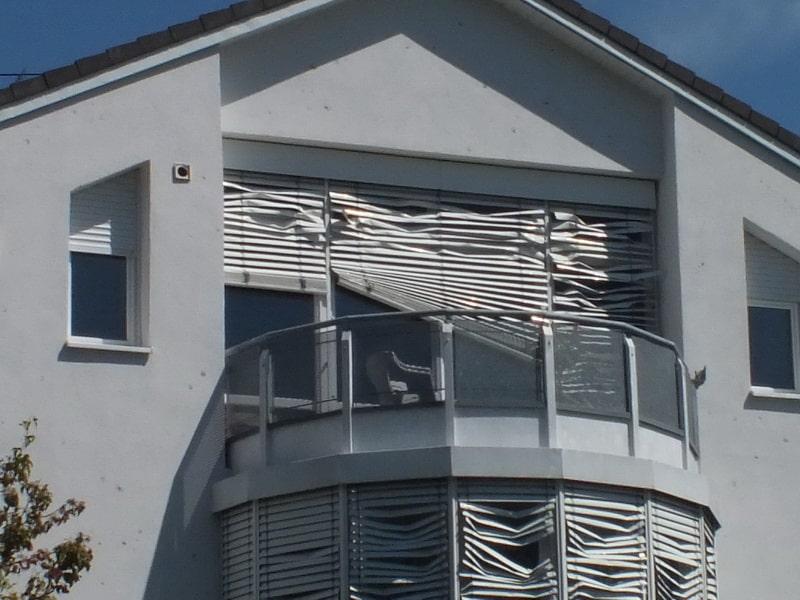 Hagelschaden an Haus zerstörte Jalousien