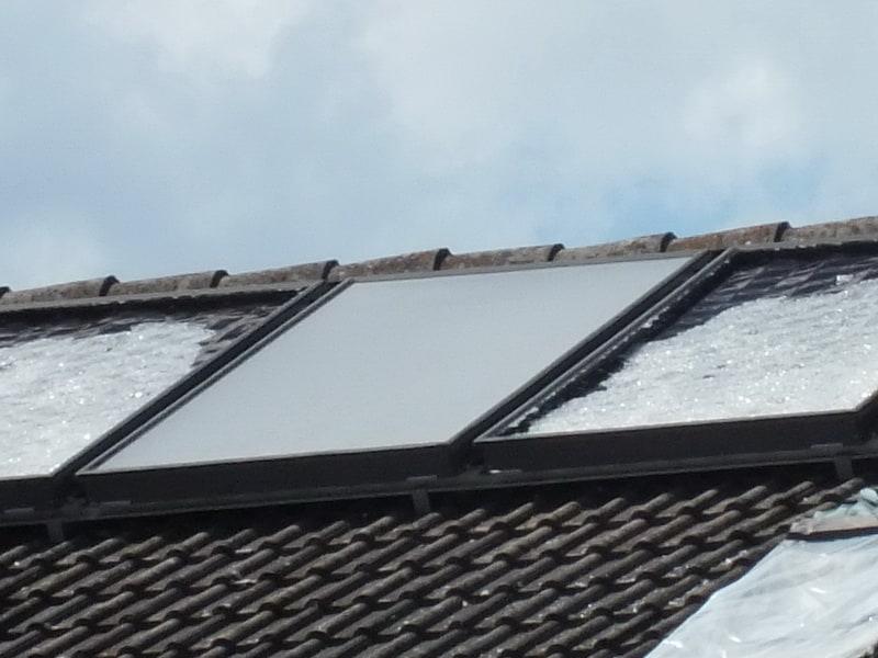 Hagelschaden an Haus zerstörte thermische Solaranlagen