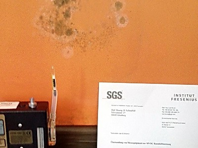 modriger Geruch Zimmer Schimmelpilz Messung muffiger, erdiger komischer Geruch Schimmel Wohnung nicht sichtbarer Schimmel