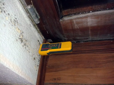 Dort wo es kein Heizung gibt entstehen kalten Ecken, Kondensat und Schimmelbefall. Schimmelbelastung im Haus