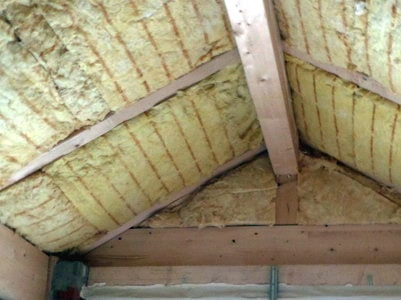 Baubegleiter Augsburg Kontrolle Dachdämmung mit Fehlstellen