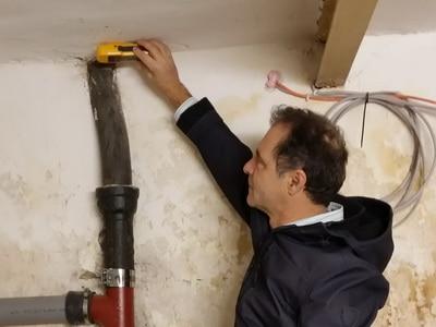 Ursache fauler modriger geruch im Zimmer trotz lüften,Luftwechsel Feuchtemessung Keller Decke Wand