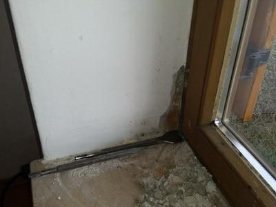 Fensterrahmen, angelaufene Fenster Fenster nicht mittig zu weit außen zu wenig Dämmung in Fensterleibung Bauteilöffnungen am Fensterrahmen innen nasse Fensterscheiben beschlagene Scheiben Tauwasser