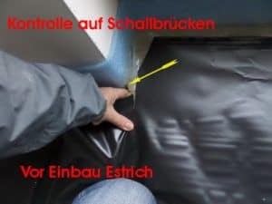 Kontrolle auf Schallbrücken beim Estricheinbau