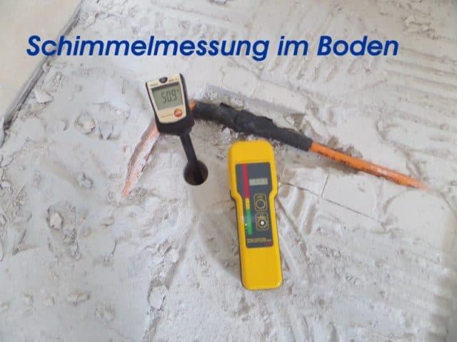 Wand Feuchtemessung des Fußbodens in 10cm Tiefe, Bohrlochverfahren, Schimmel, Schimmelpilze, muffiger Geruch